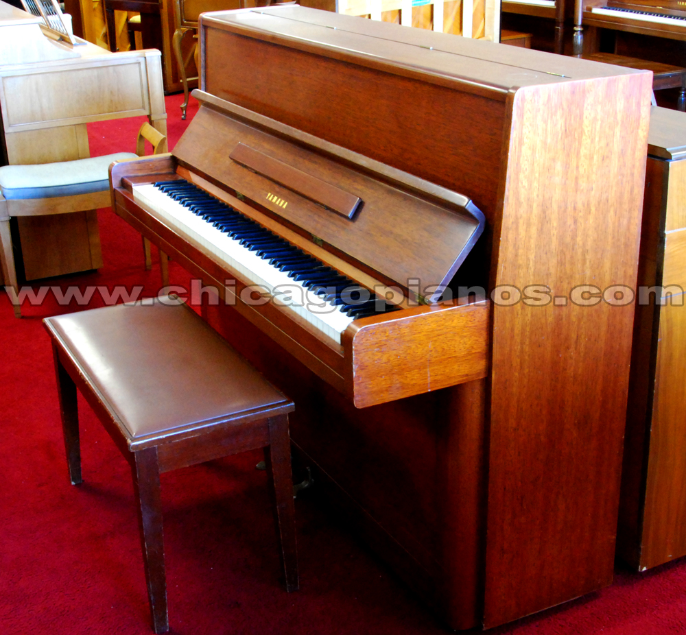 Used upright vertical pianos from chicago pianos com for Yamaha studio piano